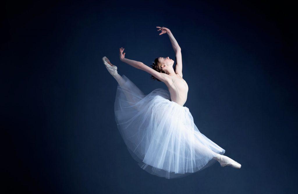 Young-ballerina-is-dancing-in-a-dark-photostudio-595361300_4800x3200-e1498118193675-1024×667