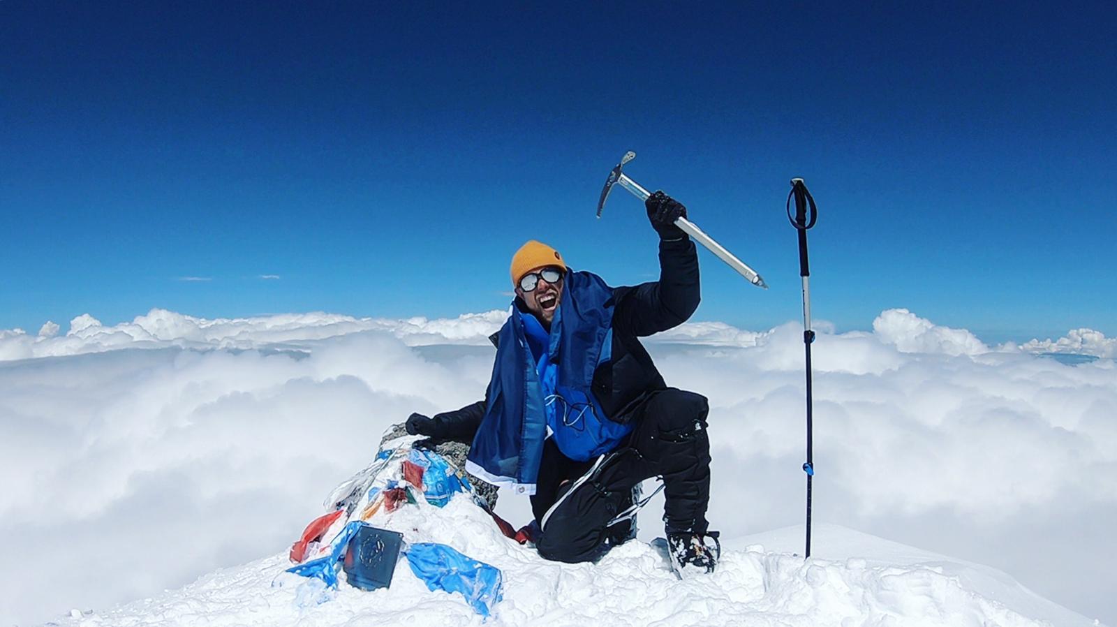 Miikka Jouhkimainen Mt. Elbrusin huipulla kesäkuussa 2018. Kuva: MIikka Jouhkimainen.